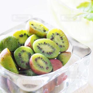 フルーツ,キウイ,季節の果物,季節のフルーツ,ベビーキウイ,緑の果物,グリーンフルーツ,グリーンのフルーツ,グリーンの果物,シーズナルフルーツ