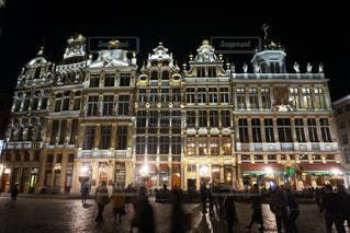 ベルギー グランプラスの夜景の写真・画像素材[1684760]
