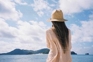 海,空,夏,雲,沖縄,女,後姿,フィルムカメラ