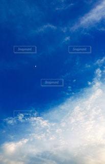 青空に雲プラスの写真・画像素材[1261800]