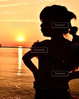 海,空,夕日,夕焼け,夕暮れ,子供,シルエット,女の子,夕陽,山口県,長門