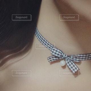 蝶ネクタイの女性の写真・画像素材[1631812]