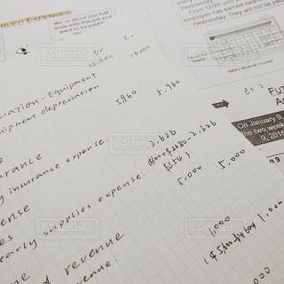 文字,英語,ノート,メッセージ,留学,数字,宿題,プリント,手書き,紙,計算,課題,手帳,テキスト,保険,会計,手書き文字,書き込み,ページ,方眼,金額,アカウンティング