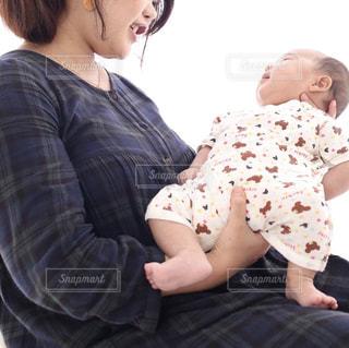 親子,産後,母親,人物,人,笑顔,赤ちゃん,抱っこ,新生児,見つめる,ダイエット,ふくよか,before