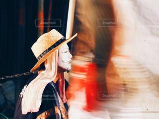 帽子をかぶっている女性 - No.906834