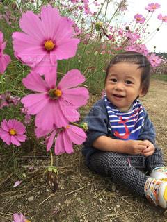 女の子の赤ん坊を保持の写真・画像素材[1157616]