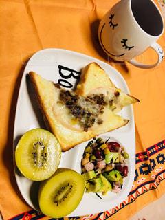 食品とコーヒーのカップのプレートの写真・画像素材[1159322]