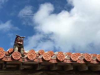 屋根の上にシーサーの写真・画像素材[1685536]