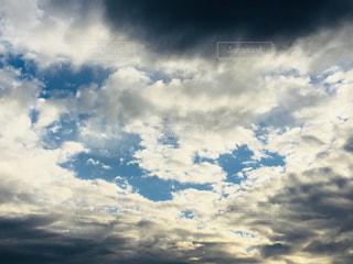 雲間に日差しの写真・画像素材[1686256]