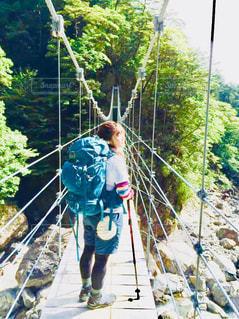 女性,自然,風景,空,晴天,登山,ハイキング,吊り橋,山登り