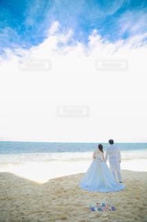 女性,男性,自然,風景,海,空,晴天,砂浜,人,新郎,新婦,前撮り,ウェディング