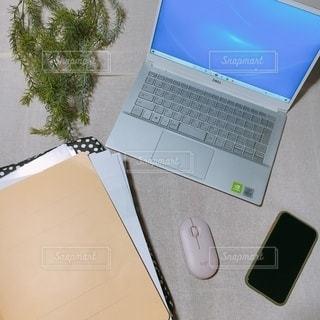 屋内,室内,勉強,PC,自宅,コンピューター,マウス,テキスト,ファイル,自習,学習,エレクトロニクス,資料,ノート パソコン,リモート,自宅学習