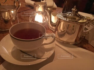 テーブルの上にコーヒーを一杯入れるの写真・画像素材[3861889]