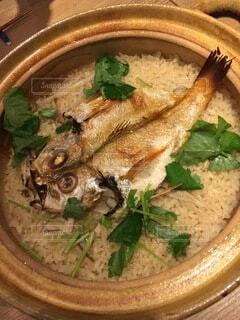 皿の上に食べ物のボウルの写真・画像素材[3862697]