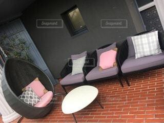 ベッドルーム(ベッド、椅子付)の写真・画像素材[3904032]