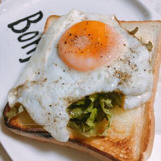 食べ物,カフェ,皿,目玉焼き,リラックス,卵,ゆで卵,おうちカフェ,ドリンク,半熟卵,おうち,ライフスタイル,ファストフード,卵黄,おうち時間,成分