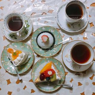 食べ物,カフェ,コーヒー,朝食,テーブル,スプーン,皿,リラックス,食器,カップ,紅茶,おうちカフェ,ドリンク,おうち,ライフスタイル,調理器具,大皿,食器類,コーヒー カップ,おうち時間,受け皿