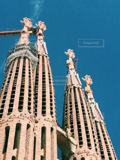 空の背景を持つ大規模な背の高い塔の写真・画像素材[1133166]