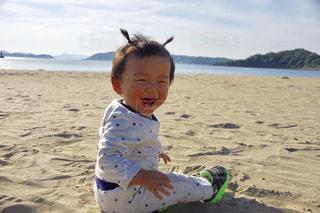 海,子供,笑顔,男の子,砂遊び