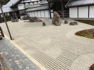地面に波紋を描く匠の技 - No.908159