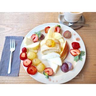 皿の上のフルーツ ボウル - No.898657