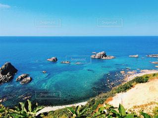 水の体の真ん中に島の写真・画像素材[899037]