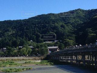 空,京都,青空,山,観光,嵐山,渡月橋,真夏,深緑,お盆