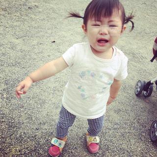 女の子の赤ん坊を保持の写真・画像素材[925606]