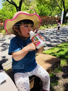 帽子をかぶった女の子の写真・画像素材[1141688]