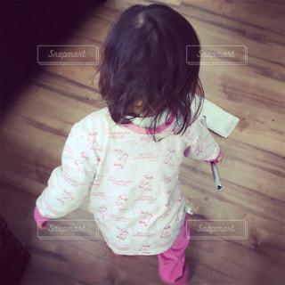 小さな女の子がおもちゃで遊んでの写真・画像素材[1486763]