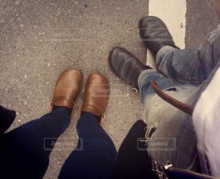 人の足に靴のグループの写真・画像素材[1589088]