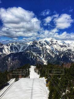 雪の覆われた山々 の景色の写真・画像素材[920995]