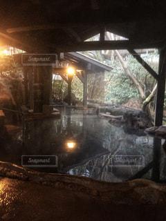 夜、トラックの鉄道の写真・画像素材[1023689]
