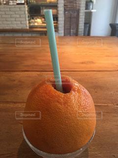 オレンジ カフェ テーブル