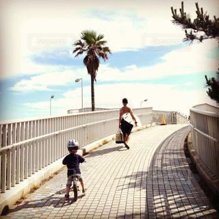 子ども,サーフィン,親子,こども,少年,男の子,父子,父,子,ストライダー,お父さん