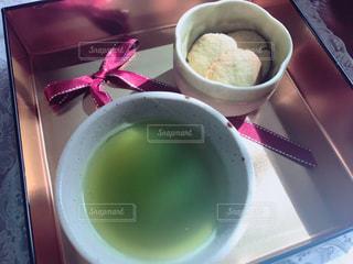 食べ物,飲み物,赤,テーブル,箱,リボン,クッキー,カップ,お茶,緑茶,金,緑茶クッキー