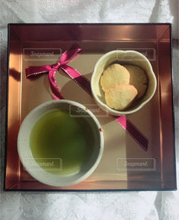食べ物,飲み物,赤,テーブル,レース,箱,リボン,クッキー,カップ,お茶,緑茶,金,緑茶クッキー