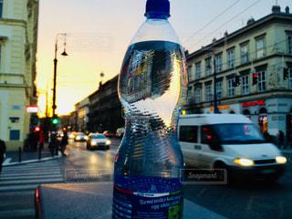 街の通りの水のボトル - No.927446