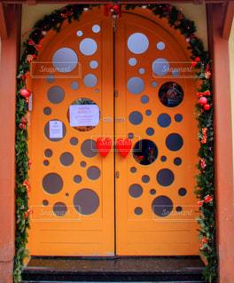水玉模様のドアの写真・画像素材[1068364]