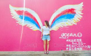 風景,建物,夏,カメラ,屋外,ピンク,沖縄,鮮やか,人物,人,旅行,羽,お洒落,インスタ映え