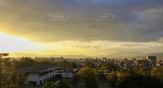 夕暮れ時の都市の景色の写真・画像素材[907095]