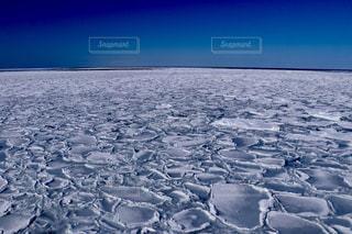 海の横にある水します。の写真・画像素材[907174]