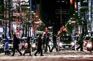 通りを歩く人々 のグループの写真・画像素材[907218]