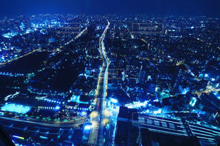 夜の街の景色の写真・画像素材[1051768]