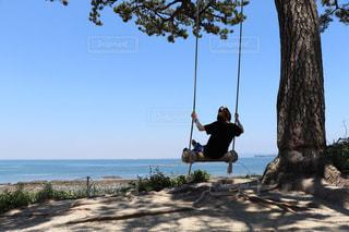 砂浜の上に立っている人の写真・画像素材[1316651]