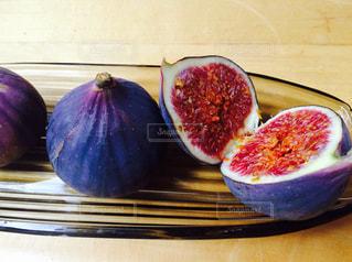 皿の上のフルーツ いちじくの写真・画像素材[907745]