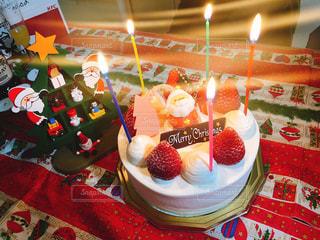キャンドルとバースデー ケーキの写真・画像素材[936996]