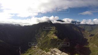 ペルー ワイナピチュ山 登山中に観える、マチュピチュ。の写真・画像素材[916781]