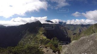 ペルー ワイナピチュ山 頂上からのマチュピチュ。 - No.916784