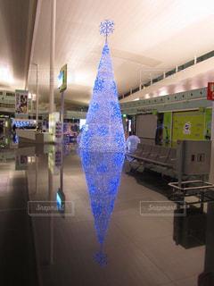 スペイン バルセロナ空港 クリスマスツリーの写真・画像素材[923027]